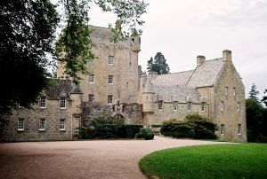 Cawdor Castle (Mike 256 at stock.xchng)