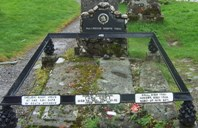 Grave of Rob Roy and his wife and two sons